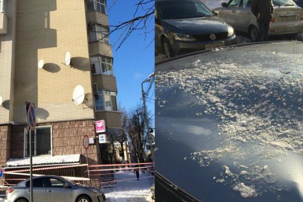В Воронеже снег с крыши повредил автомобиль