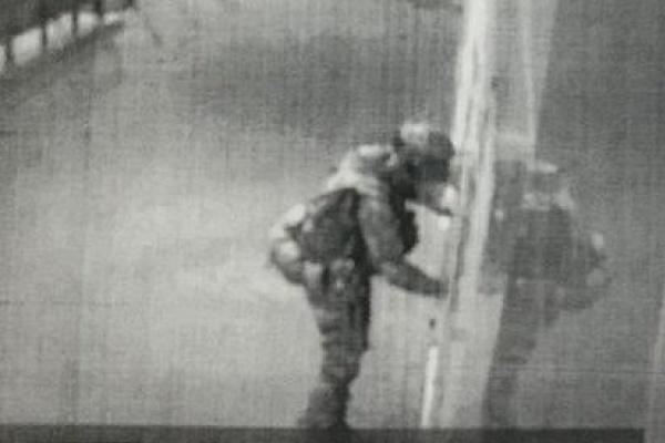 Сотрудники центрального аппарата ФСБ начали поиски напавшего на лискинский отдел полиции мужчины
