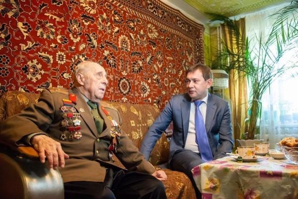 Председатель облдумы поздравил с Днем Победы защитника Воронежа