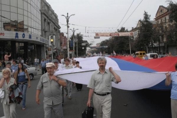 В День флага воронежцы отказались уходить с триколором из центра города