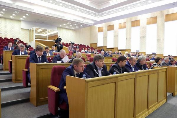 Народные избранники Воронежской облдумы утвердили бюджет региона на 2018г.