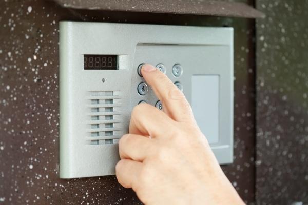 Чтобы решить «домофонный конфликт» воронежцы должны перестать платить частным фирмам