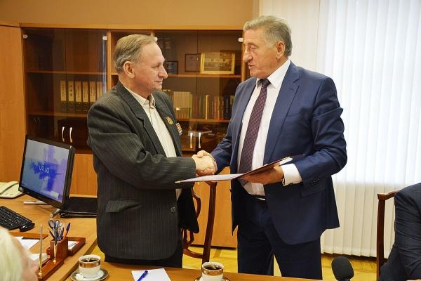 Воронежские ветераны получили бесплатную подписку на «Парламентскую газету»
