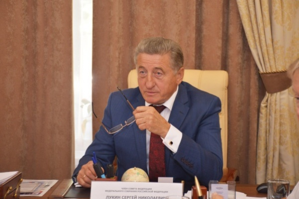Воронежский сенатор решил  99% проблем граждан, пришедших к нему на приём