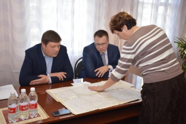 Депутаты команды ДСК выслушали жалобы жителей пригорода Воронежа