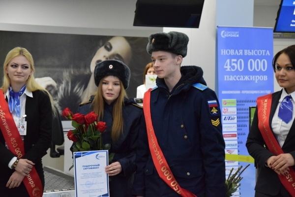 Воронежский аэропорт отправил в Москву юбилейного пассажира
