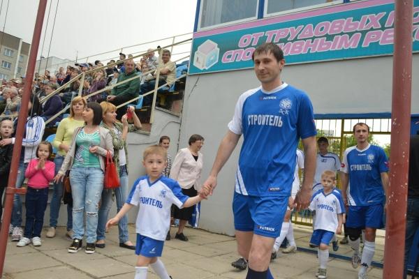 Воронежские строители сменили рабочую площадку на футбольное поле