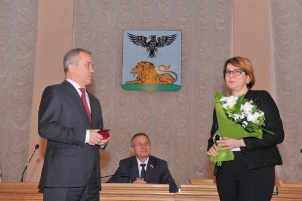 Сотрудницу Сбербанка наградили «За заслуги перед землёй белгородской»