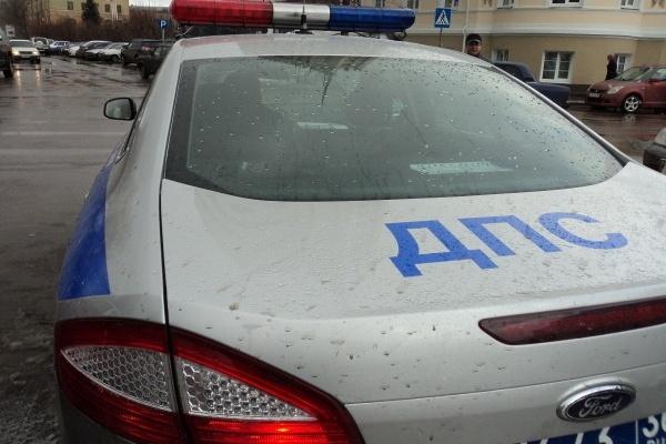 От автомобиля супруги воронежского депутата пострадал инвалид-колясочник