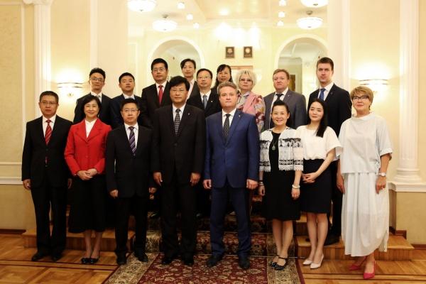 Мэр Вадим Кстенин пригласил  китайских партнеров в воронежскую ОЭЗ