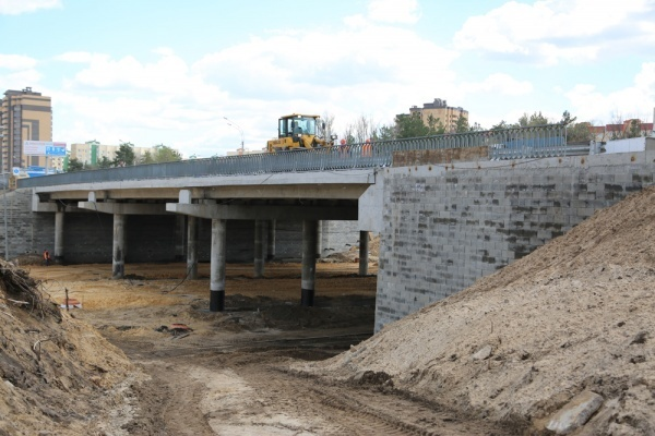 Мэр Воронежа поручил дорожникам ускорить строительство развязки на 9 Января