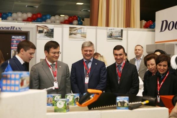 На Воронежский строительный форум заявились две сотни компаний
