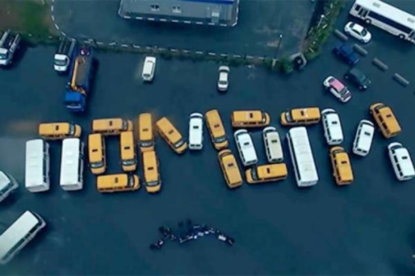 Под Белгородом водители автобусов выложили надпись «Путин, помоги»