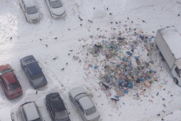 В Воронеже управляющая компания оставила преемнику горы мусора