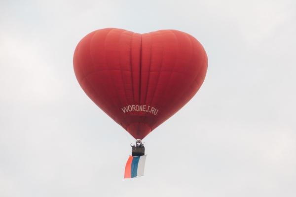 В День России жители Воронежской области увидели в небе сердце с триколором в 30 кв. м