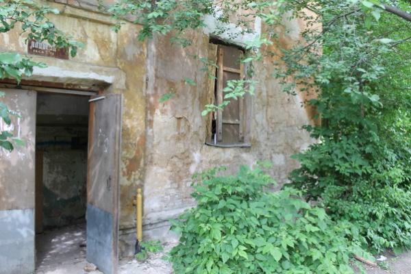 Жителям воронежской разваленной двухэтажки предложили подождать инвестора