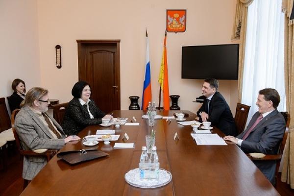Воронежский губернатор встретился с журналистом «Новой газеты»