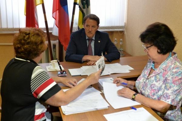 В помощи воронежского губернатора больше всего нуждаются пожилые и больные женщины