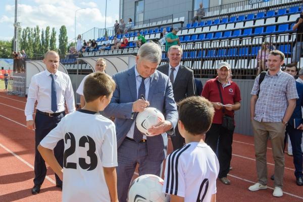 Губернатор продолжает «докручивать» свою идею по развитию детского футбола в Воронежской области