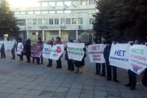 Воронежские  борцы с точечной застройкой перешли к уличным  протестам