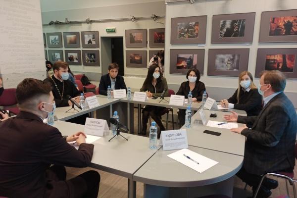 Лезть или нет в семью, где женщин калечат: в Воронеже подняли тему абьюза