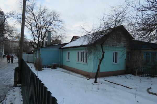 Воронежцев гонят из крепкого дома, объявив его аварийным