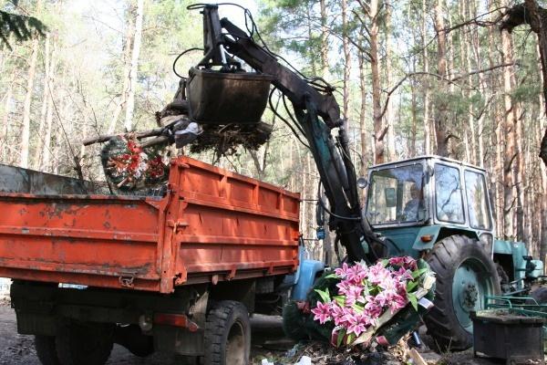 Воронежские кладбища подготовили к пасхе