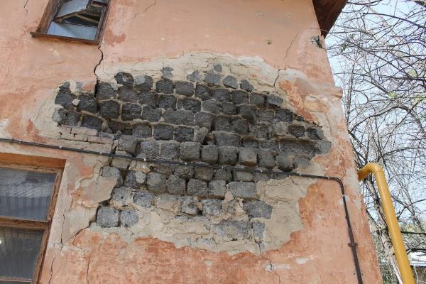 Следователи вмешались в историю с ветхим общежитием для глухонемых в Воронеже