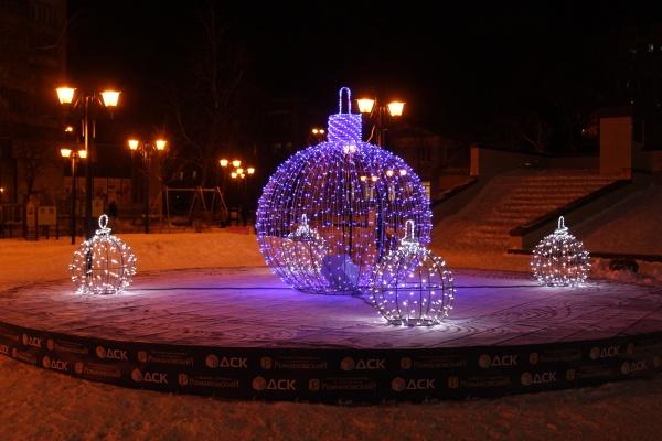 Строители подарили Воронежу новогоднюю инсталляцию