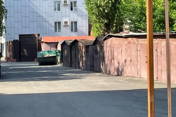 В Коминтерновском районе Воронежа уже четыре года не исполняется решение суда о сносе самостроя