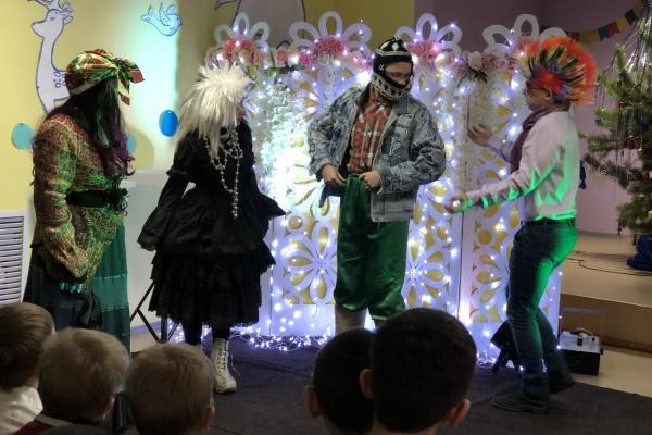 Фонд УГМК устроил новогодний праздник для детей из воронежских интернатов