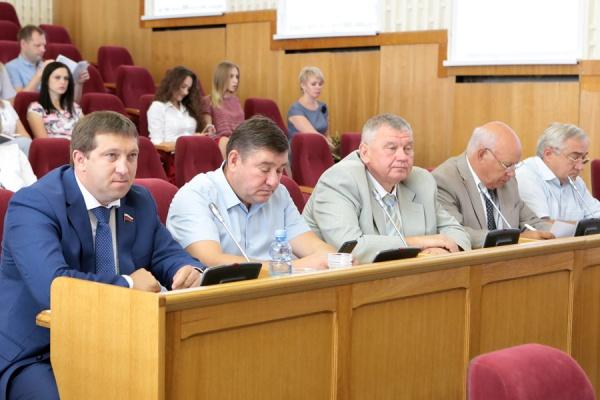 Воронежский губернатор отменил депутатские каникулы у единороссов