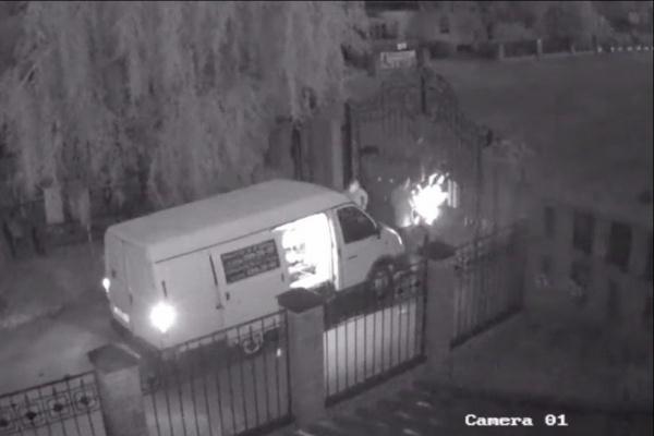 В Воронеже рабочие оказались заперты ночью на кладбище