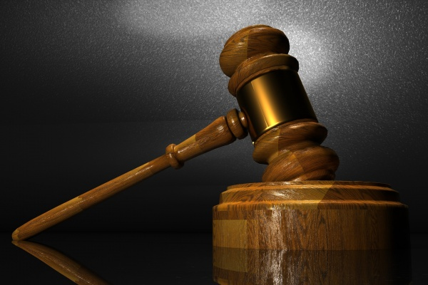 Экс-полицейский воронежского ГСУ пойдет под суд за взятку