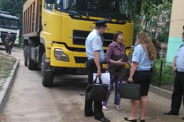 В Воронеже полиция разогнала пикетчиков, перегородивших дорогу бетоновозам