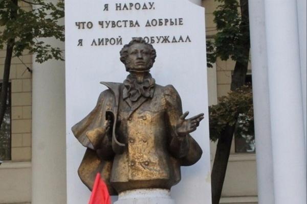 В Воронеже аукцион на ремонт памятника Пушкину перенесли на август