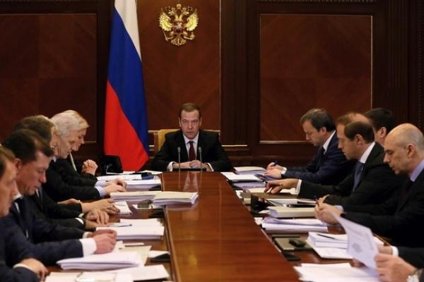 Необходимо создать комплекс мер господдержки несырьевого экспорта— Медведев