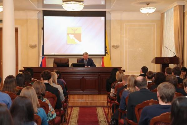 Воронежский мэр подбирает новобранцев