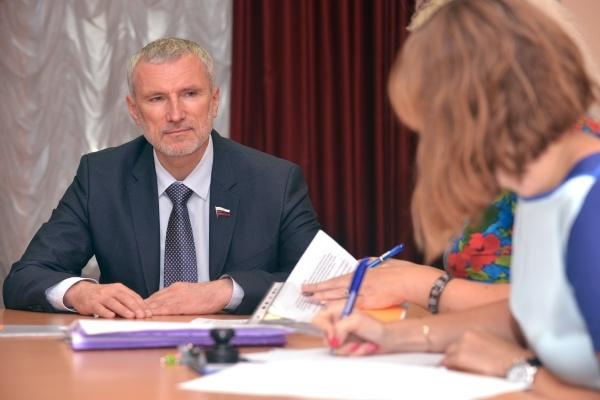 Воронежский депутат Госдумы Алексей Журавлев подал документы в избирком
