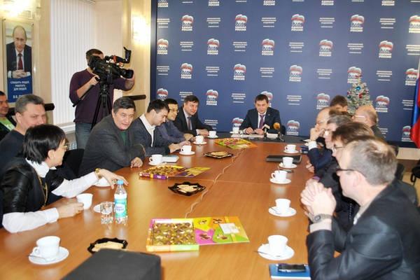 Владимир Нетесов   встретился с воронежскими руководителями СМИ  «без диктофона»