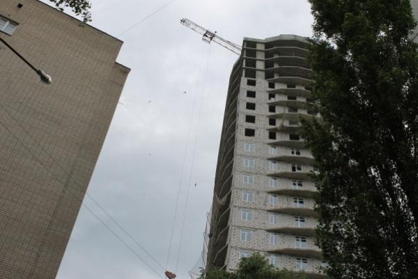 В воронежском переулке Славы бесславно разрушается девятиэтажный дом