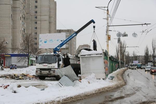 Воронежские власти за два дня ликвидировали треть Остужевского рынка