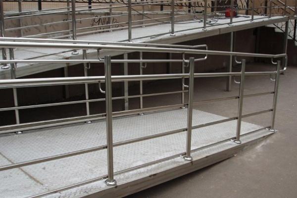 Жители воронежской многоэтажки не дают поликлинике установить пандус