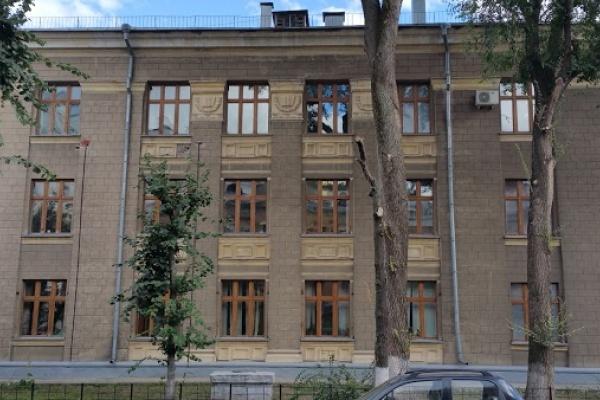 В Воронеже оттягавшая ребенка за ухо психолог попыталась вернуться в «Парус надежды»