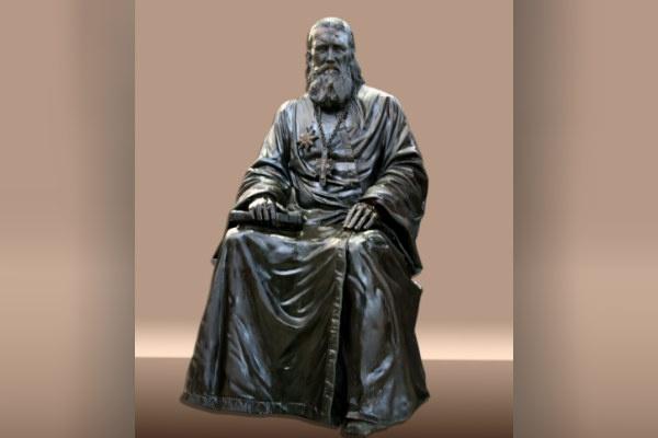 Четырехметровая скульптура Иоанна Кронштадского готова к отправке из Москвы в Воронеж, Европу и Америку