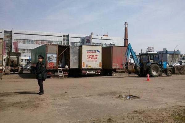 В Воронеже дальнобойщиков задержали под предлогом благоустройства территории