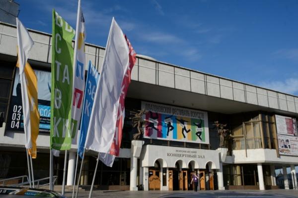 Воронежский фестиваль искусств открылся спектаклем «Носороги»