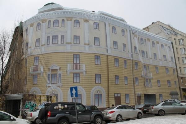 Аварийный дом в центре Воронежа обзавёлся новым навесом