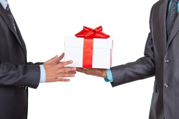Воронежским чиновникам запретили дарить подарки