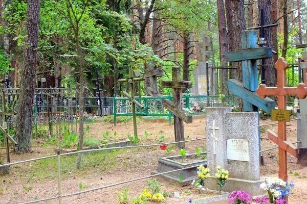 Воронежцев попросили отказаться от посещения кладбищ из-за коронавируса